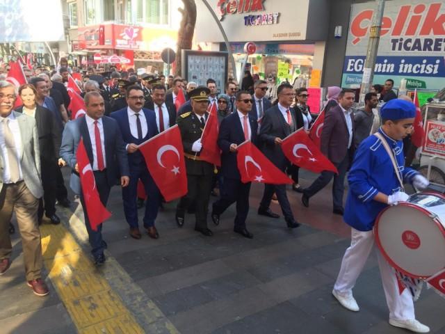 İLÇELERDE 'CUMHURİYET' COŞKUSU