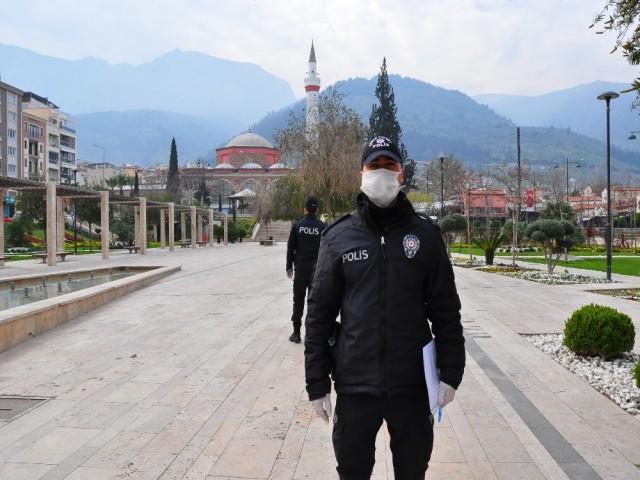 PARKLARDA POLİS NÖBETİ