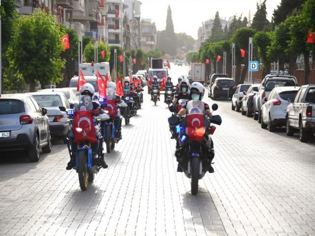 SALİHLİ'DE KONVOYLU KUTLAMA