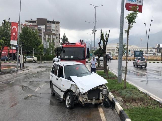 TRAFİK KAZASINDA 2 YARALI