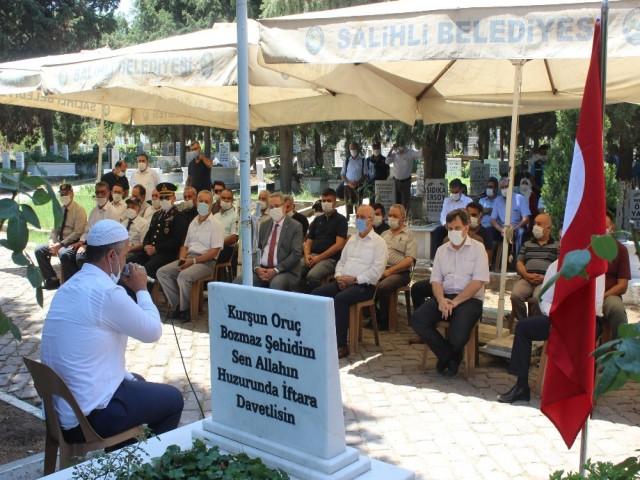 SALİHLİ'DE ŞEHİTLER DUALARLA ANILDI