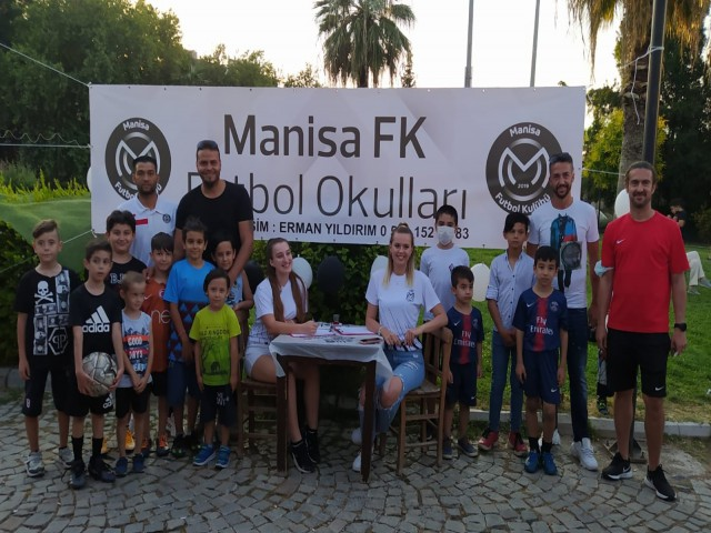MANİSA FK İZMİR FUTBOL OKULU AÇILDI