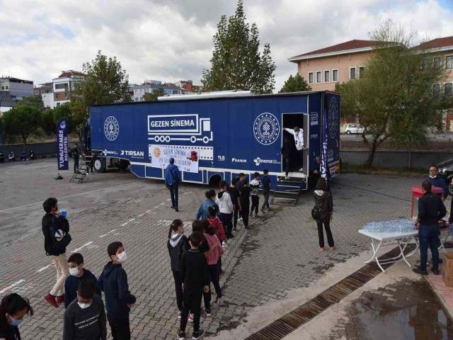 BARBAROS'TA 'GEZEN SİNEMA' KEYFİ