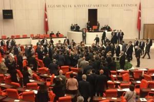 CHP'Lİ ÖZEL'E ÇİRKİN SALDIRI