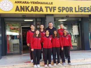 VOLEYBOL LİSESİ'NE 7 ÖĞRENCİ